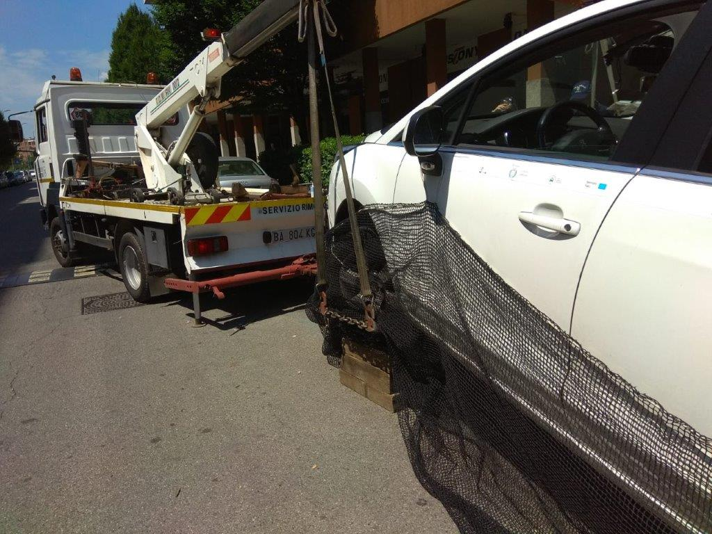 auto con carrattrezzi